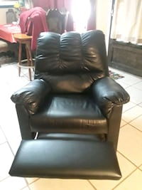 black leather recliner sofa chair 1197 mi