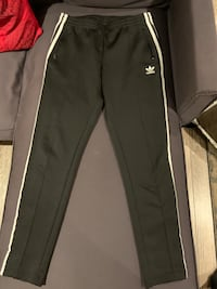 Adidas pants size small in great condition Richmond Hill, L4C 5L3