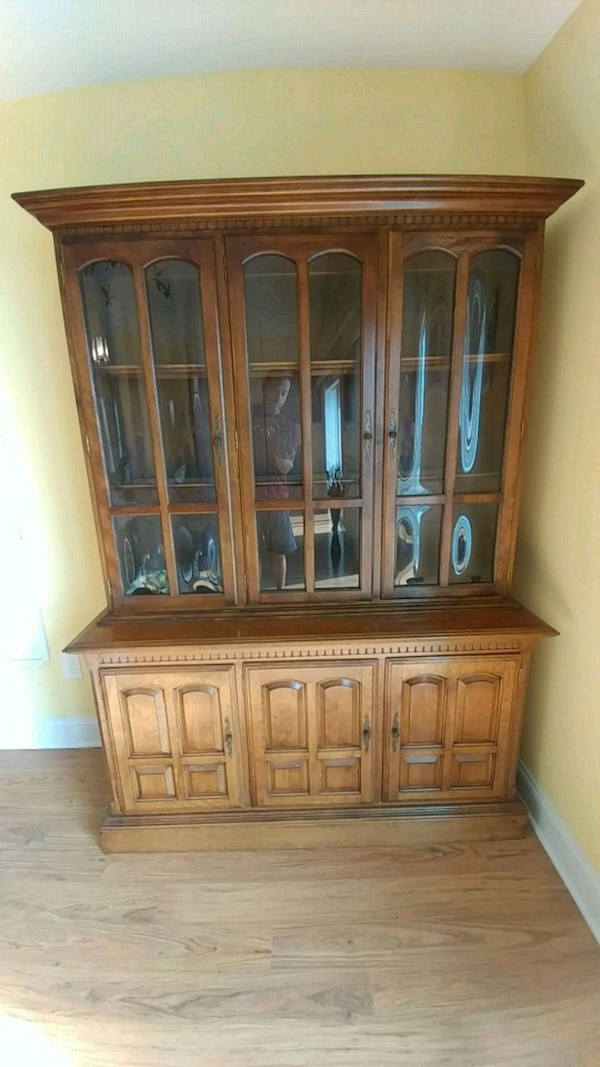 China Cabinet Ethan Allen - Reduced