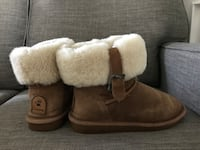 Bear Paw winter boots. Mint condition. Warm and comfy. Size 7   New Tecumseth, L0G