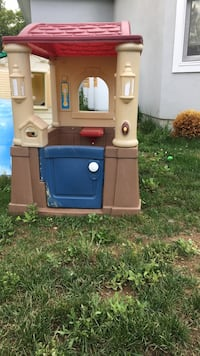 Brown and blue plastic playhouse Schenectady, 12302