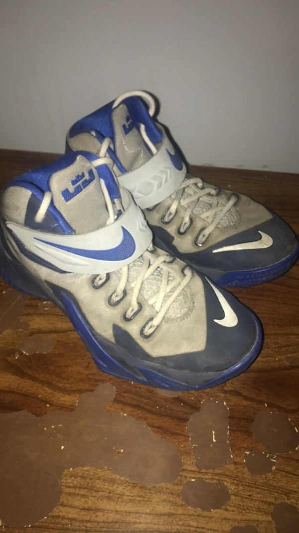 detailed look b2451 ffae7 Used Lebron Soldier 7 s youth size 4.5 for sale in Barrie
