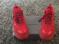 Triple s Gomma Red men's size 10 Kenner, 70065