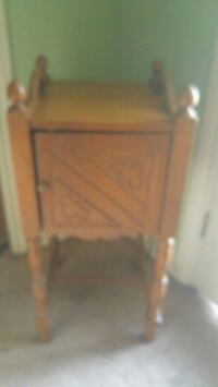 Maple accent table with cupboard Kitchener, N2P 1V4