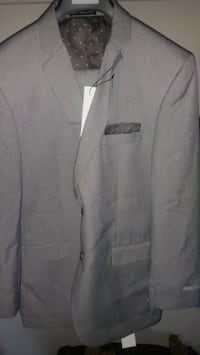 Brand new men's Perry Ellis suit Glen Burnie, 21060
