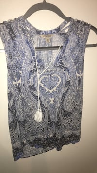 black and blue floral v-neck sleeveless blouse Woodinville, 98072