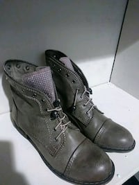 pair of gray leather cap-toe boots Nashville, 37211