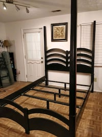 Black Solid wood Queen bed frame in very good cond Annandale, 22003