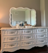 Vanity Table set w/ 9 large drawers,  mirror & make-up dressing table Mississauga, L5N 6T9