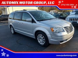 Chrysler-Town and Country-2008