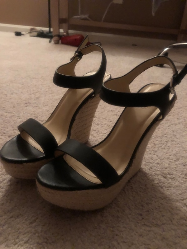 High heel/wedge (it's really for people who wants to look taller) e8684306-3103-4c39-b2d5-a92f7d928afa