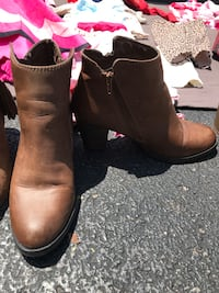 Pair of brown leather boots Fairfax, 22033