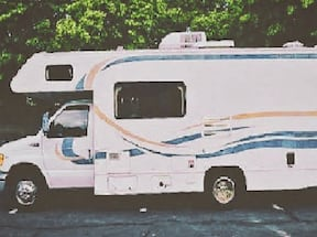 Available Now Super Nice RV Rental Book Now 2 Slide-outs RV   32twef