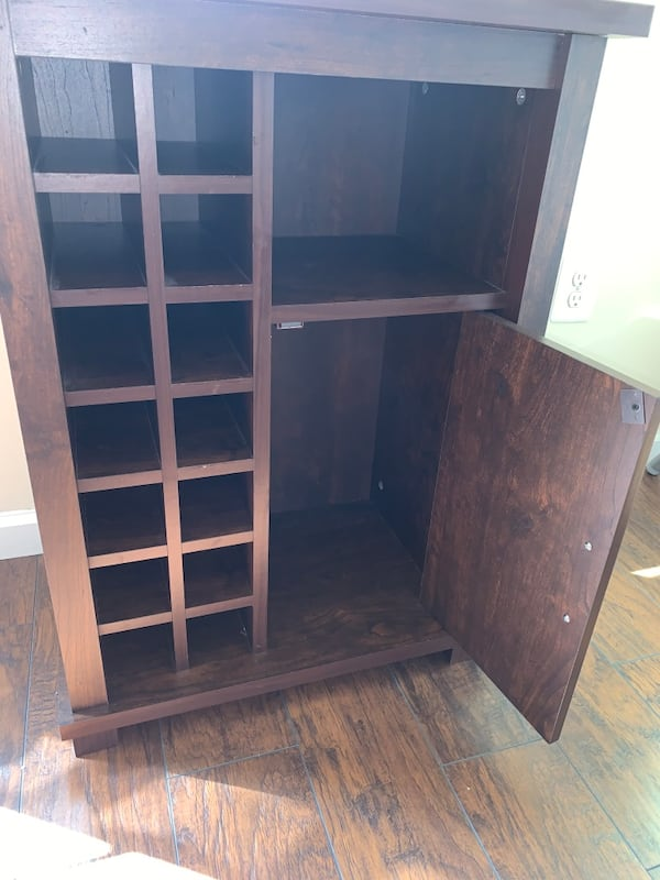 Bar with Built-in Wine Rack - LIKE NEW 21f5521c-a5be-4e88-8f96-0bd155888cd2