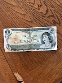 Selling 1 dollar bill it's go for $7.000