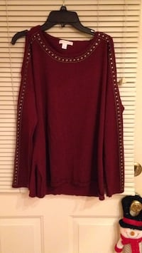 Cold shoulder sweater. Wine color size medium. Stud details. Used once. Look for more on my page Islip, 11751