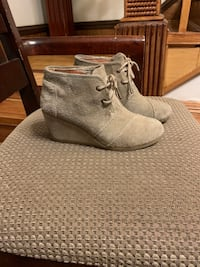 Toms  Wedged boots Minneapolis, 55411