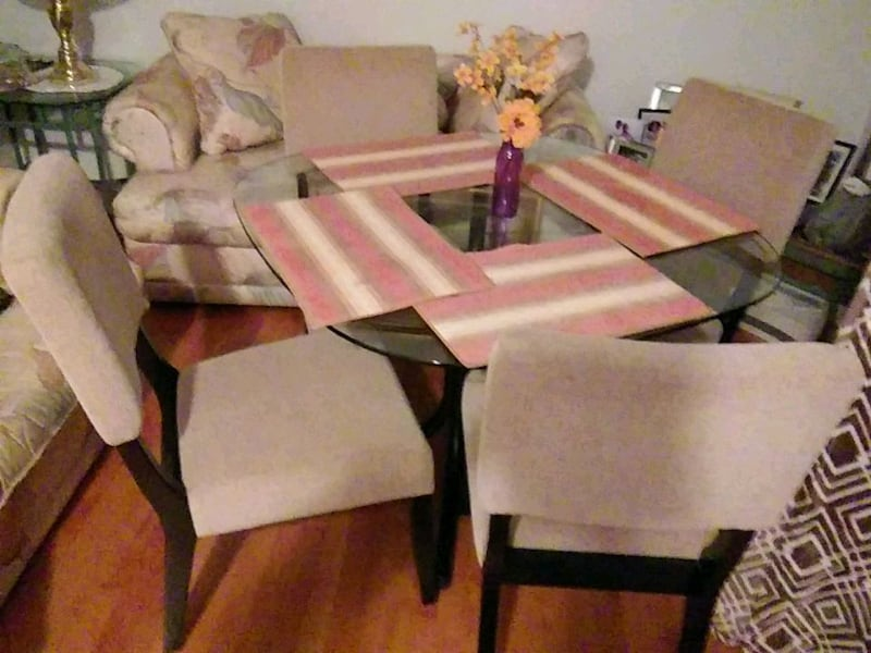 Glass Table with 4 chairs. 292bf41c-3db2-443f-b705-58f9948012a3
