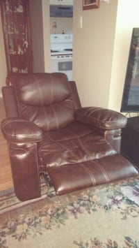 Brown Faux Leather Recliner Barrie, L4N 6W2