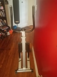 White and black elliptical trainer Stairmate. REALLY GOOD CONDITION Start getting your summer body right now.    43 km