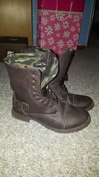 Brown combat boots Winnipeg, R3G 0W4