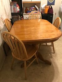 Rectangular brown wooden table with four chairs dining set Fairfield, 94533