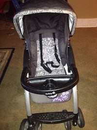 baby's black and gray Safety 1st stroller