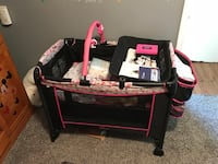 black and pink travel cot Syracuse, 13209