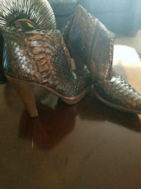 Italian size 39 snake skin mid calf boots in very good condition. La Vergne