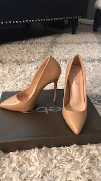 Pair of brown leather pointed-toe pumps Freehold, 07728