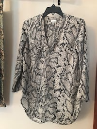 Black and grey snakeskin v-neck long-sleeved shirt Laval, H7C 2H9