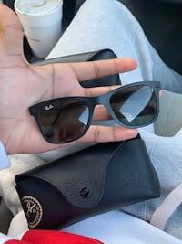Black ray-ban sunglasses with case 68 km