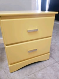 2 small tables with 2 drawers ( yellow/white) Las Vegas, 89178