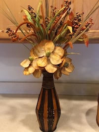 Floral Arrangement Dried Flowers in Wood Vase with Matching Round Box $5-12 each Lansdowne