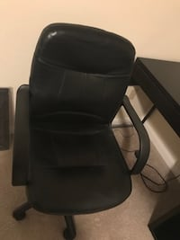 Like new office desk and chair