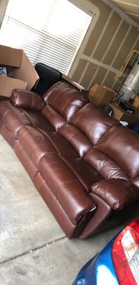 Leather recliner couch Reno, 89521