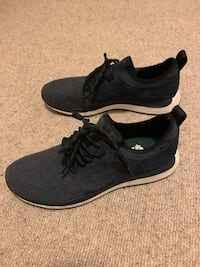 REDUCED Men's Roots Runners Shoes size 9 Brand New Never Worn! Vancouver, V5Z