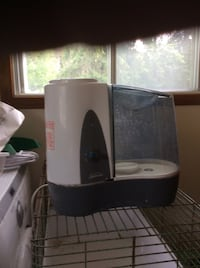 white and black humidifier Ingersoll, N5C