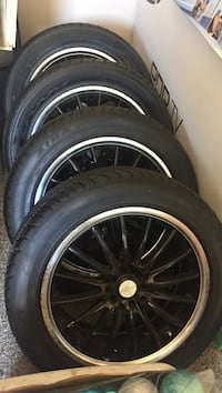 17 inch rims universal comes with bolts and key (new tires) Amarillo, 79104