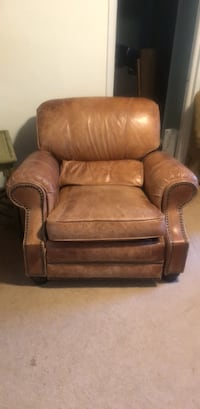 leather recliner  Towson, 21286