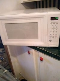 white General Electric microwave oven Thonotosassa, 33592