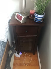 Very solid end table/night stand Washington, 20012