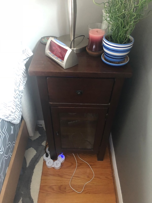 Very solid end table/night stand