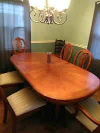 round brown wooden table with four chairs dining s Warrenton, 20187