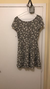 black and white floral scoop-neck dress Toronto, M4X 1K7