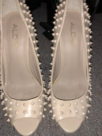 pair of white leather peep-toe heeled sandals Longueuil, J4L 4C8
