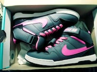 pair of blue-and-pink Nike sneakers 6y