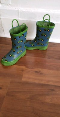 pair of green leather studded boots Montréal, H4E 3P5