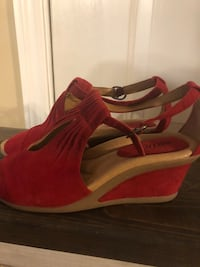 Women's  wedge red sandals brand new 9 1/2 Salem, 36874
