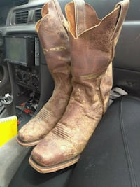 pair of brown leather cowboy boots Newcastle, 73065